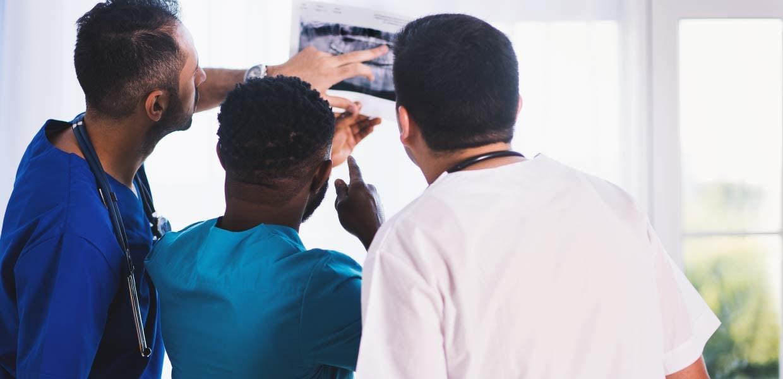 doctors-looking-at-screen